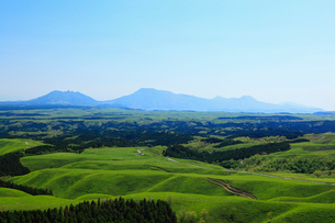 牧の戸峠より望む阿蘇五岳の写真素材 [FYI02082264]