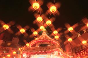 南京町中華街のライトアップの写真素材 [FYI02082461]