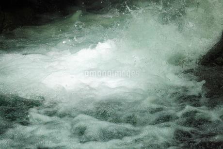 安居渓谷 水しぶきの写真素材 [FYI02082782]
