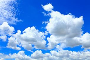 青空と雲の写真素材 [FYI02082787]