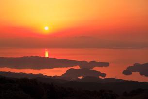 長浦岳より望む大村湾と朝日の写真素材 [FYI02083124]