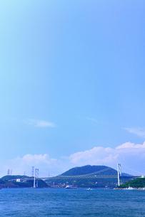 めかり観潮公園から望む関門橋と関門海峡の写真素材 [FYI02083241]