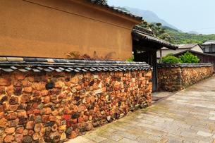 有田の町並み トンバイ塀の写真素材 [FYI02083461]