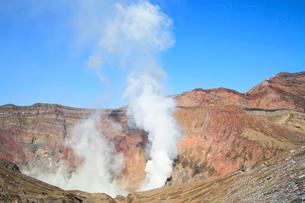 阿蘇中岳火口の噴煙の写真素材 [FYI02083626]