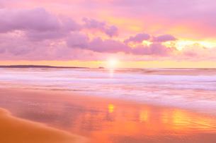 夕日と海の写真素材 [FYI02083716]