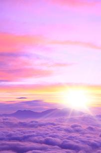 朝日と雲海(浅間山)の写真素材 [FYI02083718]