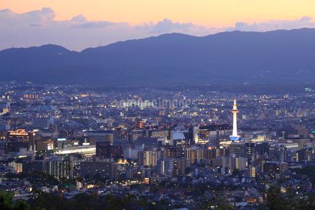 将軍塚から望む京都市街の夕景の写真素材 [FYI02083799]