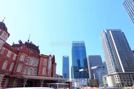 東京駅と丸の内ビル群の写真素材 [FYI02083814]
