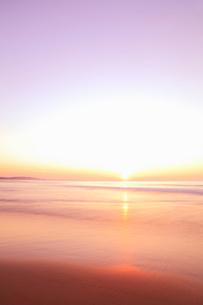 夕日と海の写真素材 [FYI02084135]