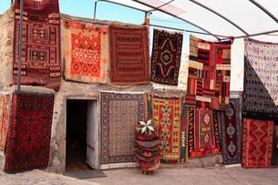 カッパドキヤ トルコ名物の絨毯の写真素材 [FYI02084175]