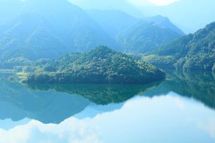 黒瀬湖(黒瀬ダム湖)の写真素材 [FYI02084239]