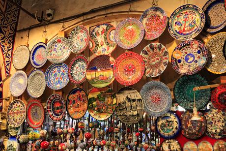 グランドバザール お土産の飾り皿の写真素材 [FYI02084241]