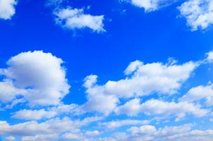 青空に雲の写真素材 [FYI02084464]