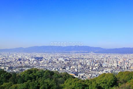 東山・将軍塚の市営展望台から望む京都市街の写真素材 [FYI02084498]