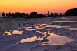 石灰棚と夕焼けの写真素材 [FYI02084659]