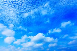 青空に雲の写真素材 [FYI02084694]