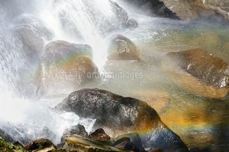 裏磐梯 小野川不動滝と虹の写真素材 [FYI02084719]