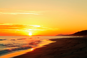 夕日と海の写真素材 [FYI02084723]