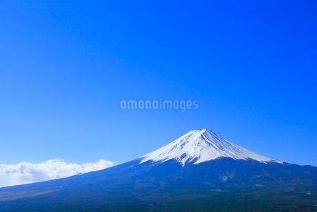 河口湖より富士山の写真素材 [FYI02084839]