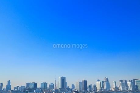 東京港より東京タワーとビル群の写真素材 [FYI02084946]