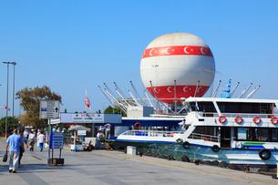 カドゥキョイのトゥルクバロン(気球)の写真素材 [FYI02084968]