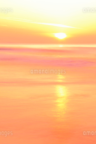 夕日と海の写真素材 [FYI02085205]