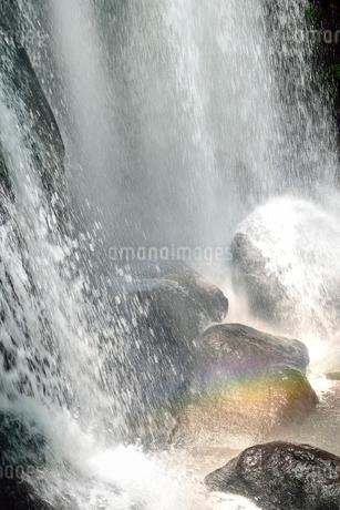 裏磐梯 小野川不動滝と虹の写真素材 [FYI02085242]