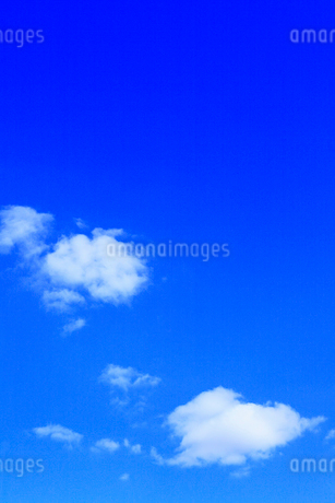 青空に雲の写真素材 [FYI02085454]