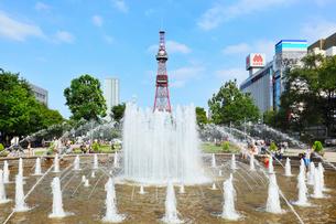 大通公園と札幌テレビ塔の写真素材 [FYI02085493]