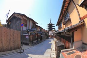 八坂の塔と夢見坂の道の写真素材 [FYI02085502]