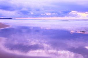 夕焼けの海の写真素材 [FYI02085606]