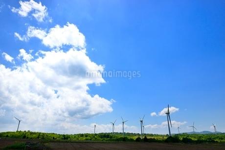 布引高原 風車群と雲の写真素材 [FYI02085663]