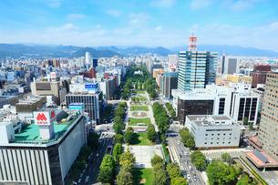 札幌テレビ塔より大通公園の写真素材 [FYI02085691]
