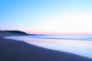 夕焼けの海の写真素材 [FYI02085745]