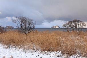 湖北 竹生島の雪景色の写真素材 [FYI02085762]
