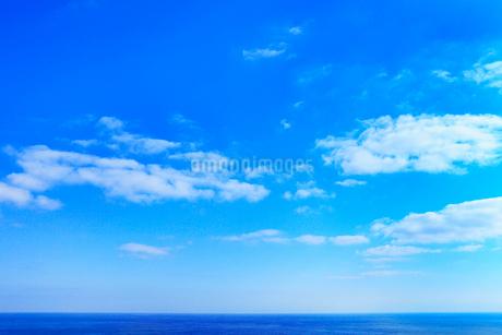 海と青空に雲の写真素材 [FYI02085959]