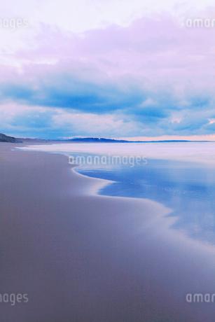 夕焼けの海の写真素材 [FYI02086147]