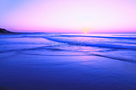 夕日と海の写真素材 [FYI02086257]