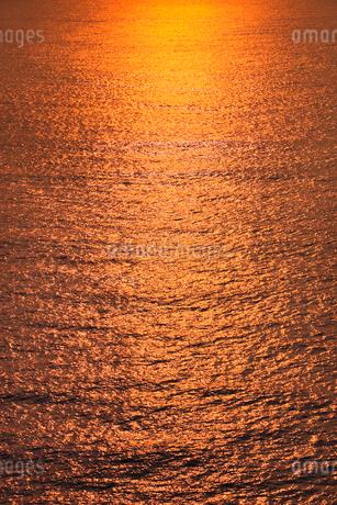 夕焼けの海 の写真素材 [FYI02086258]