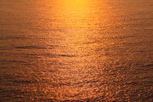 夕焼けの海 の写真素材 [FYI02086314]