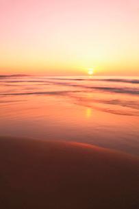 夕日と海の写真素材 [FYI02086343]