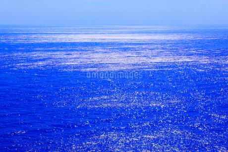 光る海の写真素材 [FYI02086369]