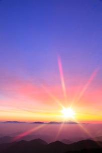 朝日と雲海(浅間山)の写真素材 [FYI02086404]
