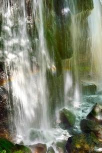 安達太良山西麓 達沢不動滝と虹の写真素材 [FYI02086489]