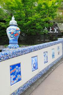 大川内山の町並み 橋の欄干の装飾の写真素材 [FYI02086612]