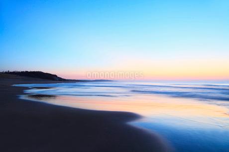 夕焼けの海の写真素材 [FYI02086647]
