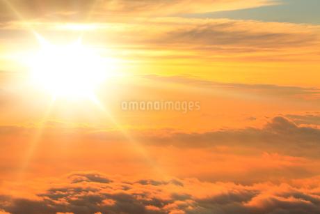朝日と雲海の写真素材 [FYI02086706]