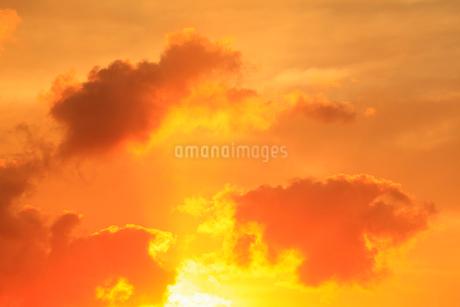 朝焼けの空の写真素材 [FYI02086733]