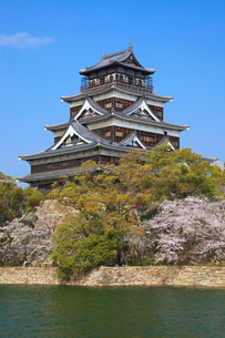 広島城とサクラの写真素材 [FYI02086862]