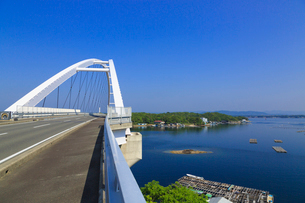 志摩パールブリッジと英虞湾の写真素材 [FYI02087431]